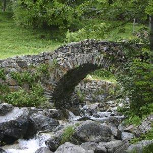 Andorre_Pyrennees-pont-ruisseau
